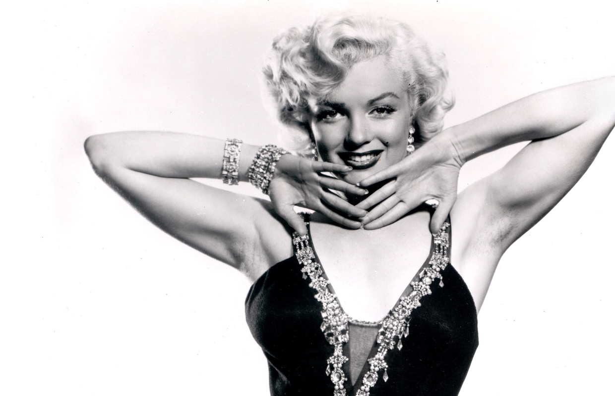 7 perfect marilyn monroe gifs sunny 95 for Michael j arlen living room war